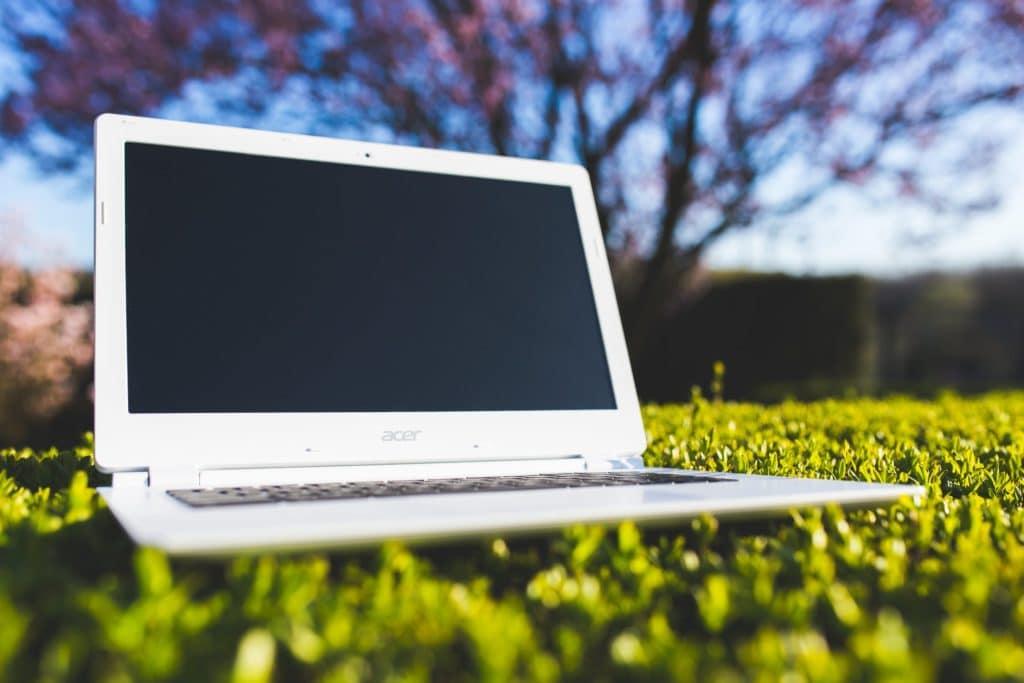 nature-laptop-notebook-grass