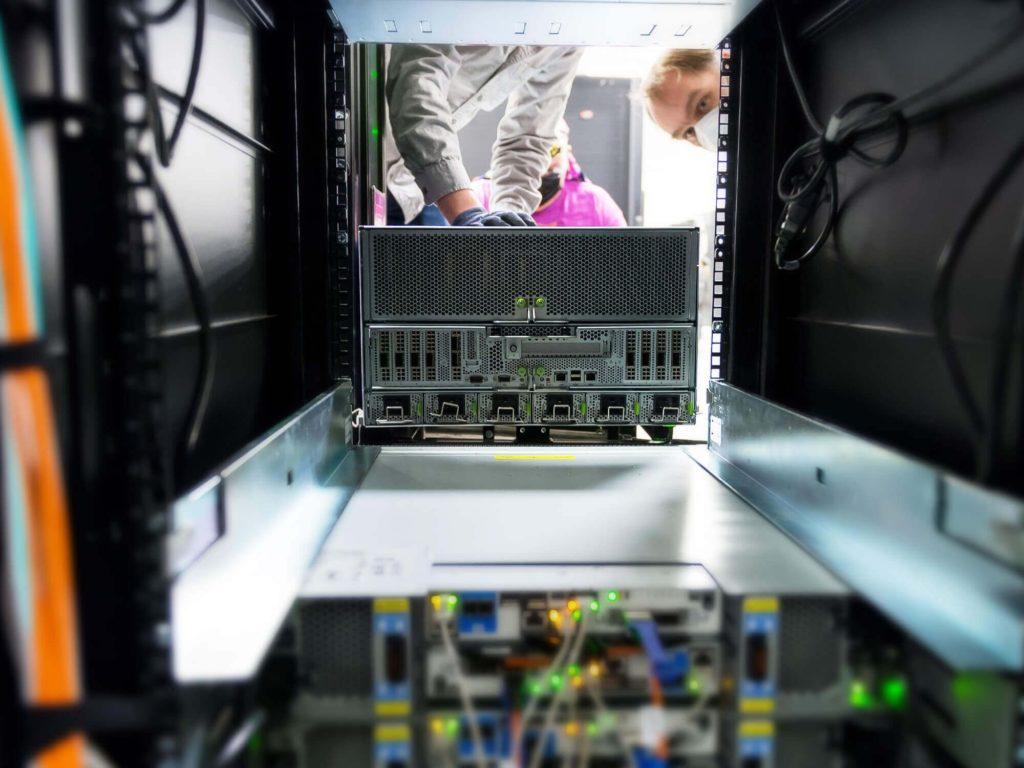 Nvidia DGX A100 с двумя 64-ядерными процессорами AMD EPYC