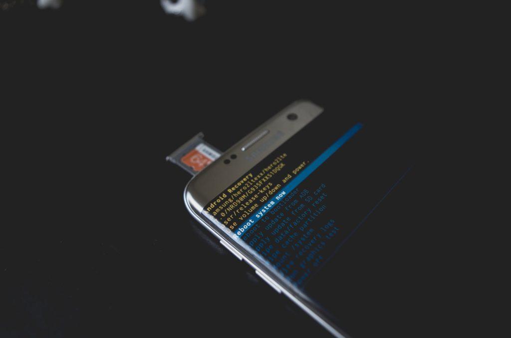 Телефон на андроид со слотом для карты памяти