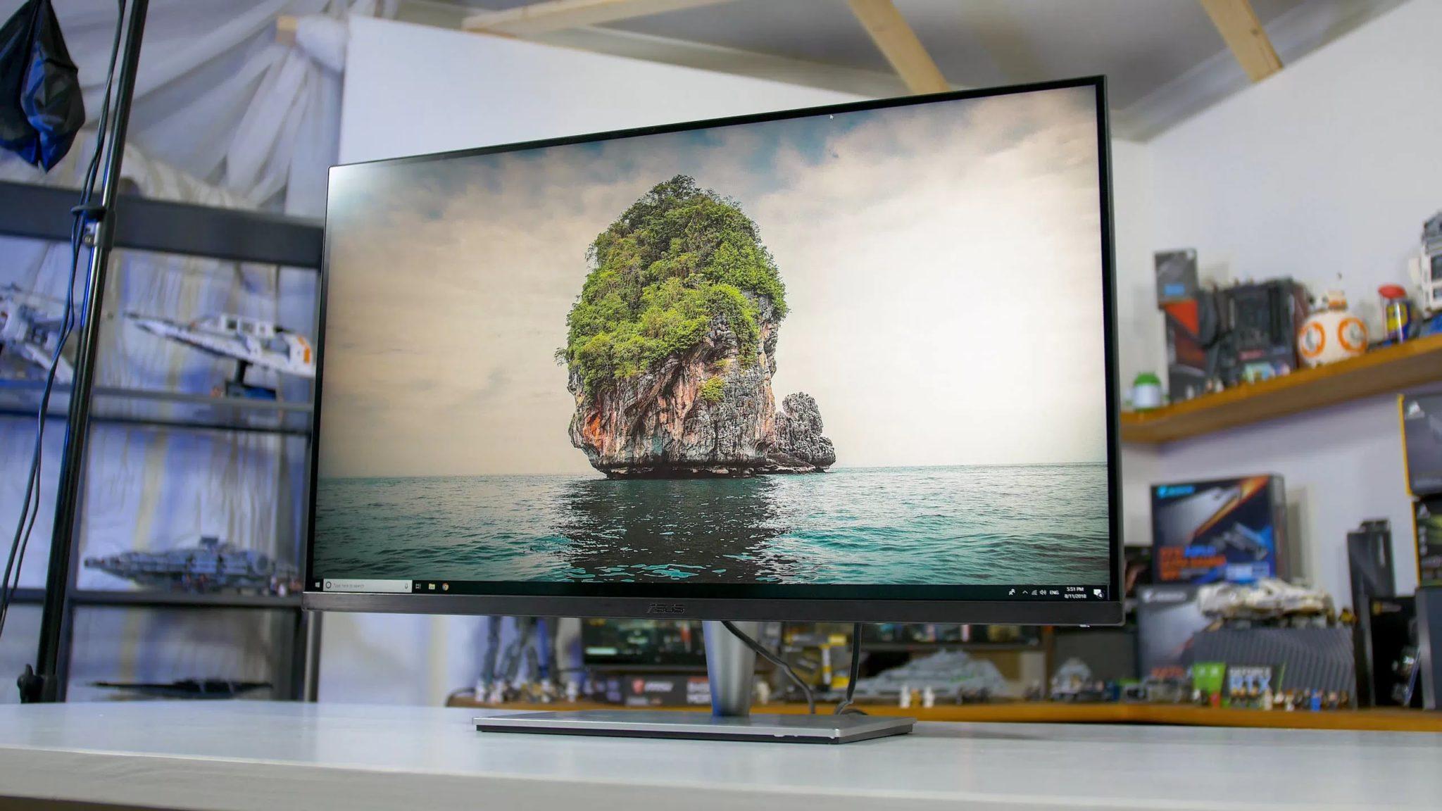 Монитор с морем и островом на рабочем столе