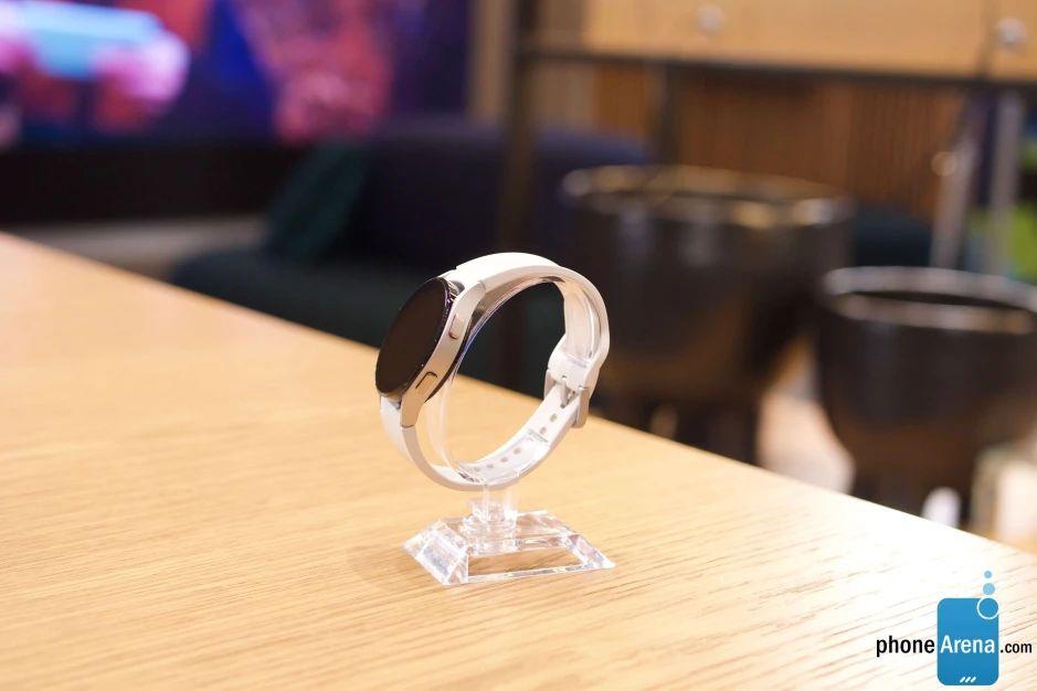 Galaxy Watch 4 сбоку